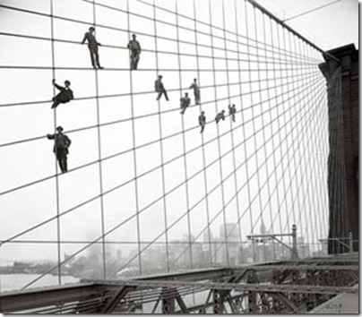 Pintores encaramados en el puente de  Brooklyn, 1914